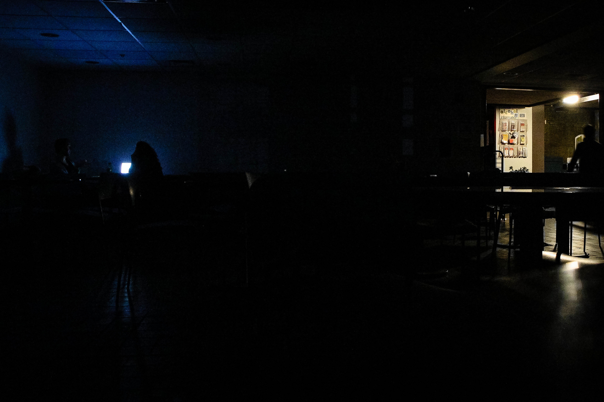 Power outage hits College, leaves half of campus in dark ...