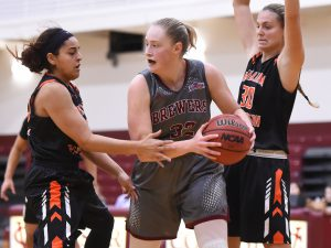 Freshman Sophie Nick looks for teammates in battle against William Paterson University on Nov. 28. VC looks to improve its record in Wednesday Nov. 30 game against Drew University. Courtesy of Carlisle Stockton